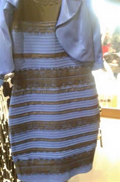 2色に見えるドレス