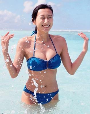 水浴びの浅田舞さん